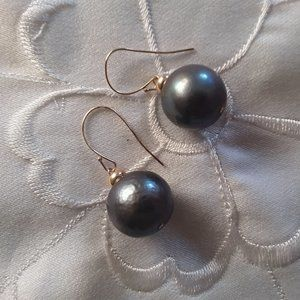 14k yellow gold wires and dyed pearl earrings